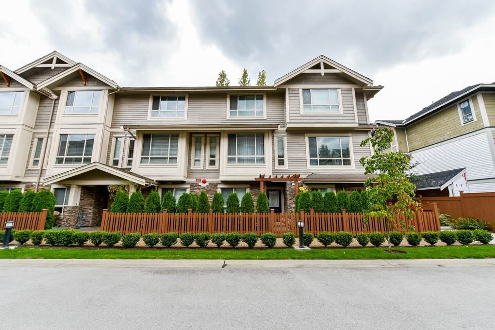 Buliding: 19752 55a Avenue, Langley, BC