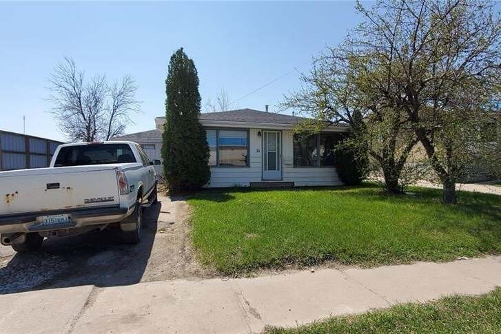 House for sale at 32 1st Ave SW Weyburn Saskatchewan - MLS: SK809537