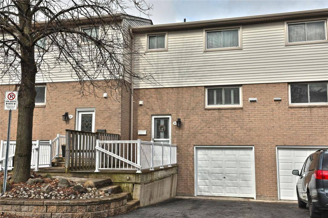 Townhouse for sale at 51 Caroga Ct Unit 32 Hamilton Ontario - MLS: H4075043