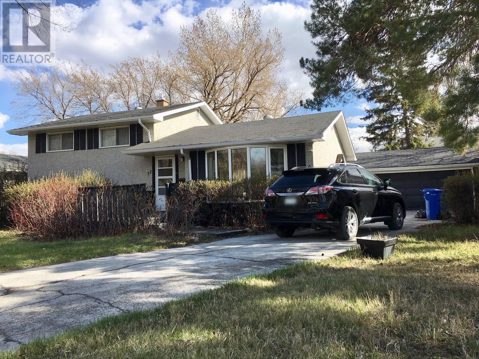 House for sale at 32 Acadia By Regina Saskatchewan - MLS: SK772585