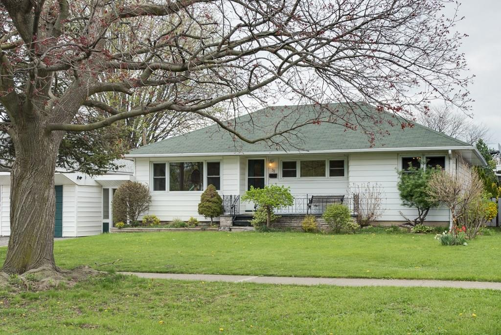 For Sale: 32 Brisbane Glen, St Catharines, ON | 3 Bed, 1 Bath House for $379,900. See 17 photos!