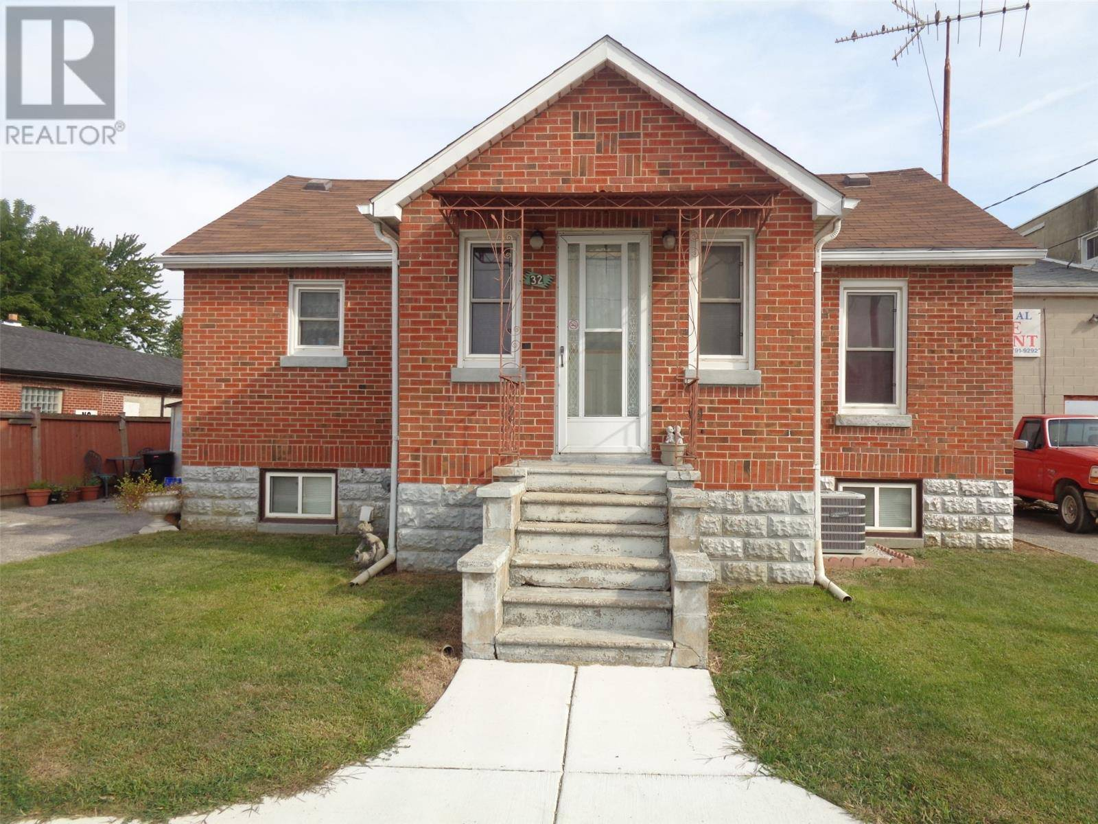 House for sale at 32 Centre St West Harrow Ontario - MLS: 19025053