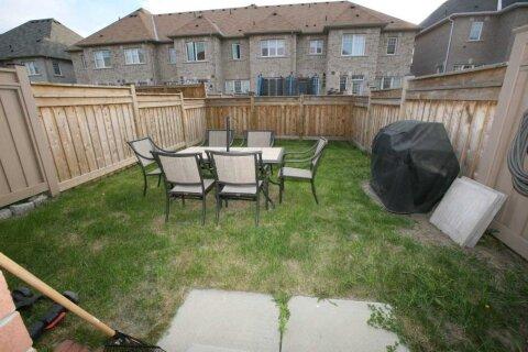 Townhouse for rent at 32 Elihof Dr Vaughan Ontario - MLS: N4985208