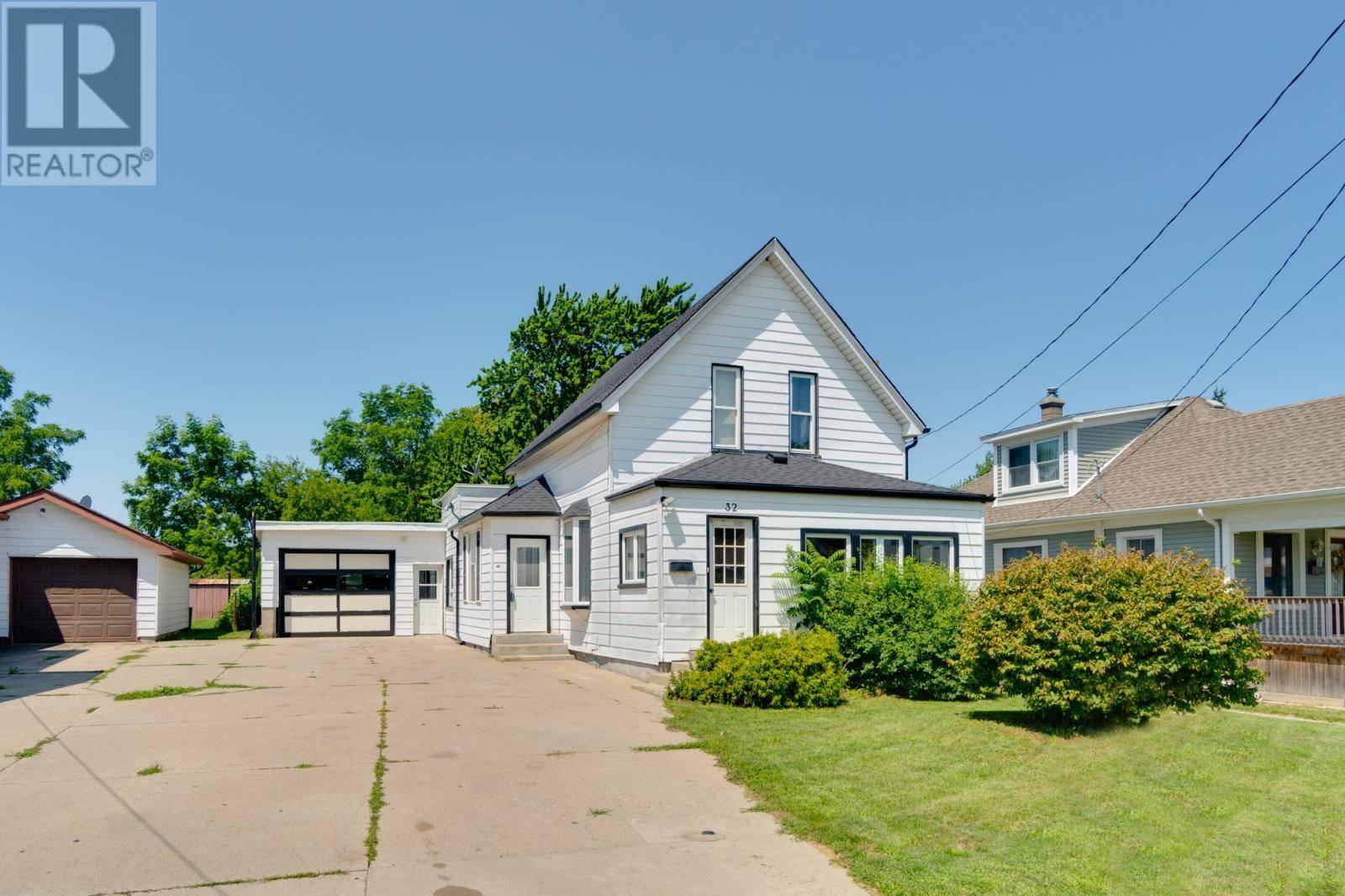 House for sale at 32 Elliott  Leamington Ontario - MLS: 19023603
