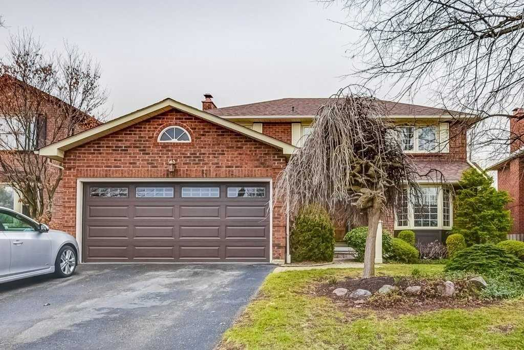 For Rent: 32 Hialeah Crescent, Whitby, ON | 4 Bed, 3 Bath House for $2450.00. See 15 photos!