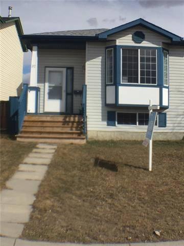 House for sale at 32 Martin Crossing Cres Northeast Calgary Alberta - MLS: C4237652