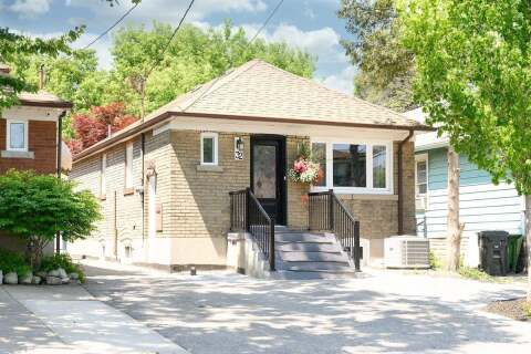 House for sale at 32 Milton St Toronto Ontario - MLS: W4821366