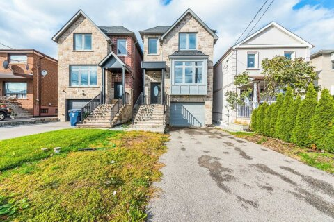 House for sale at 32 Portland St Toronto Ontario - MLS: W4971344