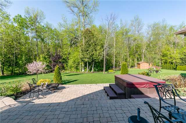 For Sale: 32 Red Oak Crescent, Oro Medonte, ON | 3 Bed, 3 Bath House for $999,000. See 20 photos!