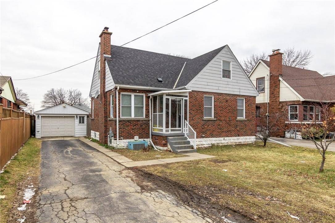 House for sale at 32 3rd St West Hamilton Ontario - MLS: H4071632