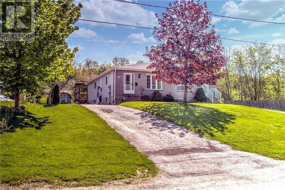 Home for sale at 32 Willow St Walkerton Ontario - MLS: 261376