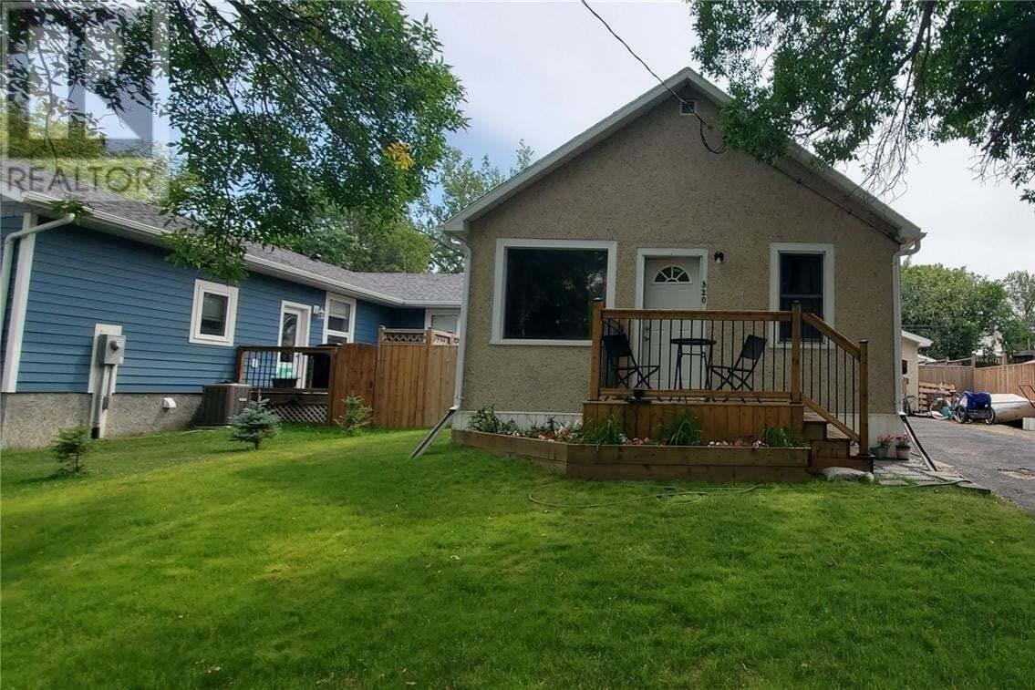 House for sale at 320 4th Ave Weyburn Saskatchewan - MLS: SK819347