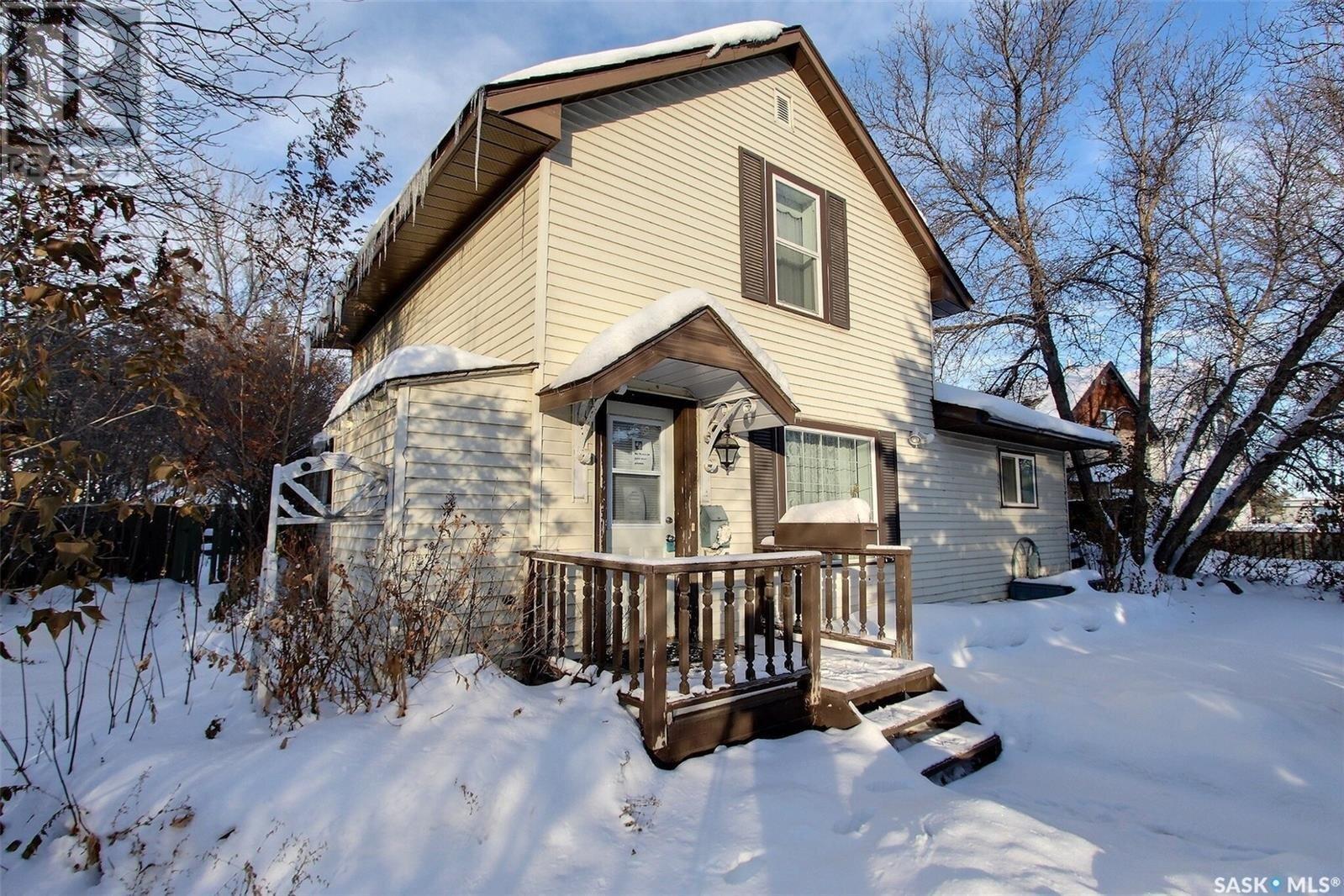 House for sale at 320 6th St E Prince Albert Saskatchewan - MLS: SK834519