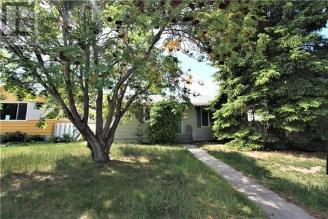 House for sale at 320 East Pl Saskatoon Saskatchewan - MLS: SK776989
