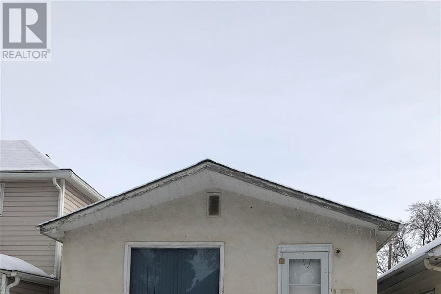 House for sale at 320 H Ave S Saskatoon Saskatchewan - MLS: SK839505