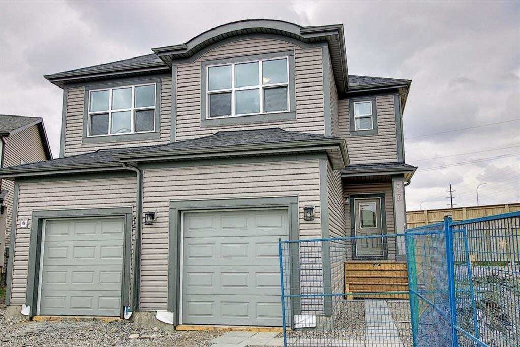 Townhouse for sale at 320 Quigley Dr Cochrane Alberta - MLS: A1010767