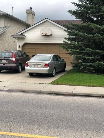 House for sale at 320 Sandarac Dr Northwest Calgary Alberta - MLS: C4256660