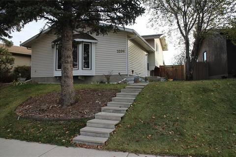 House for sale at 3204 Rundlelawn Rd Northeast Calgary Alberta - MLS: C4274167