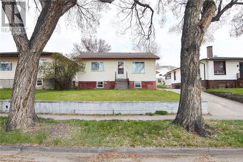 House for sale at 322 4 St Nw Medicine Hat Alberta - MLS: mh0165500