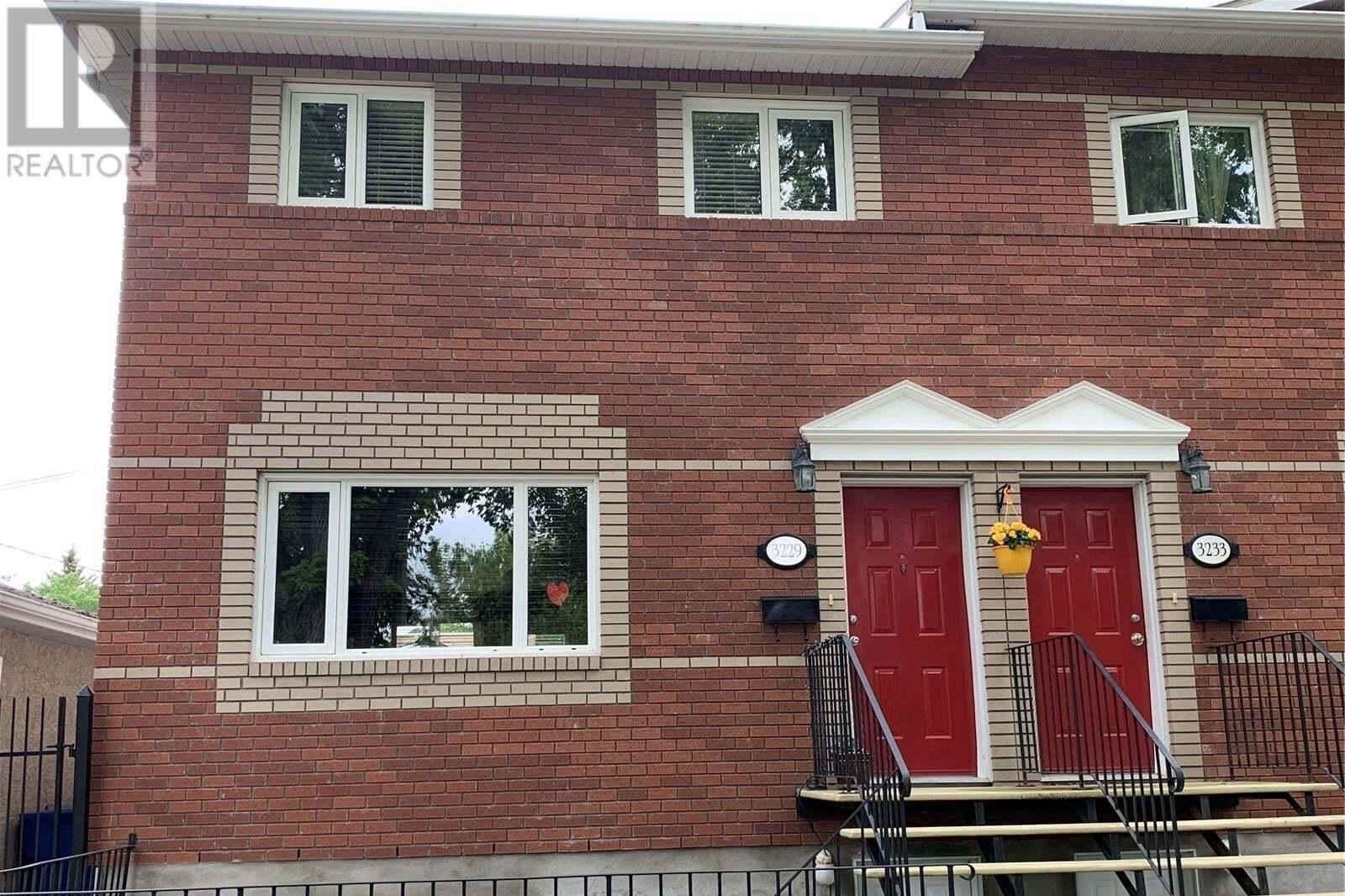 Townhouse for sale at 3229 15th Ave Regina Saskatchewan - MLS: SK813385