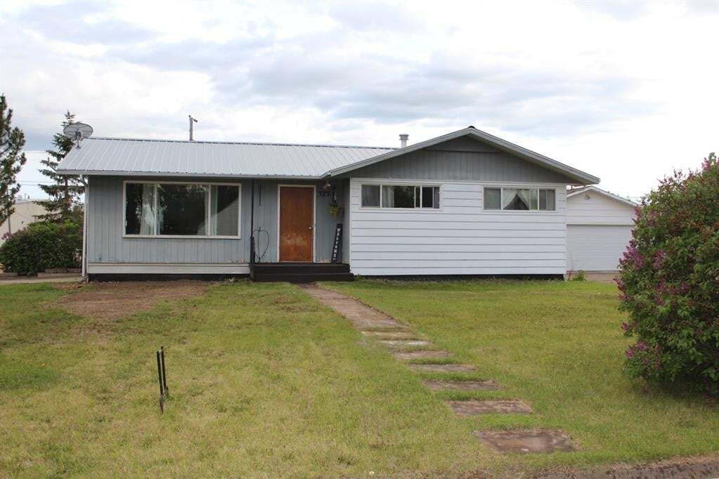 House for sale at 323 7th Se Ave Manning Alberta - MLS: GP215602