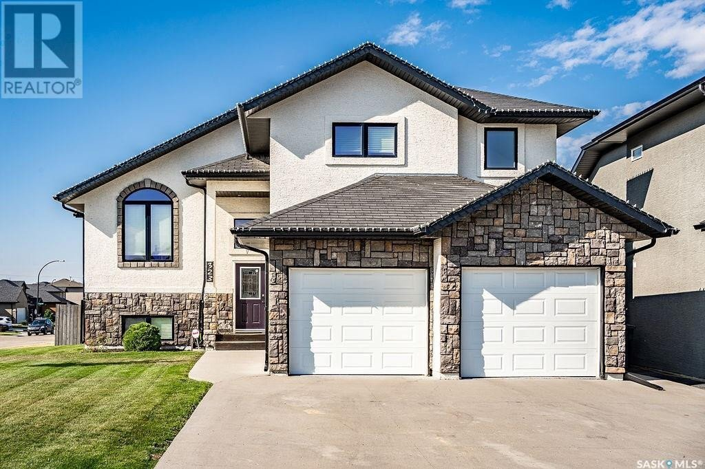House for sale at 323 Bennion Cres Saskatoon Saskatchewan - MLS: SK833564