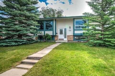 House for sale at 323 Woodside Circ Southwest Calgary Alberta - MLS: C4305113