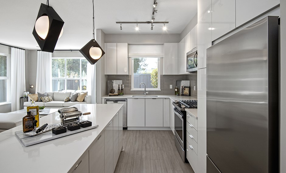 Buliding: 20712 82 Avenue, Langley, BC