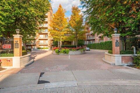 #324 - 21 Burkebrook Place, Toronto   Image 1