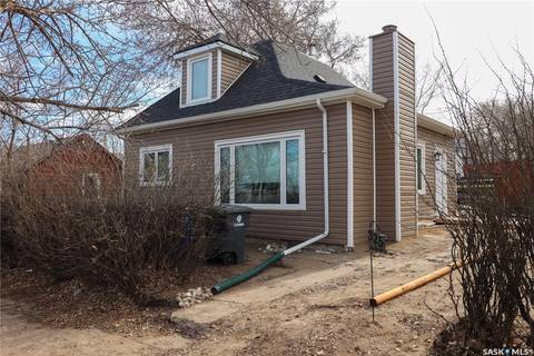 House for sale at 325 Manitoba Ave Kerrobert Saskatchewan - MLS: SK800477