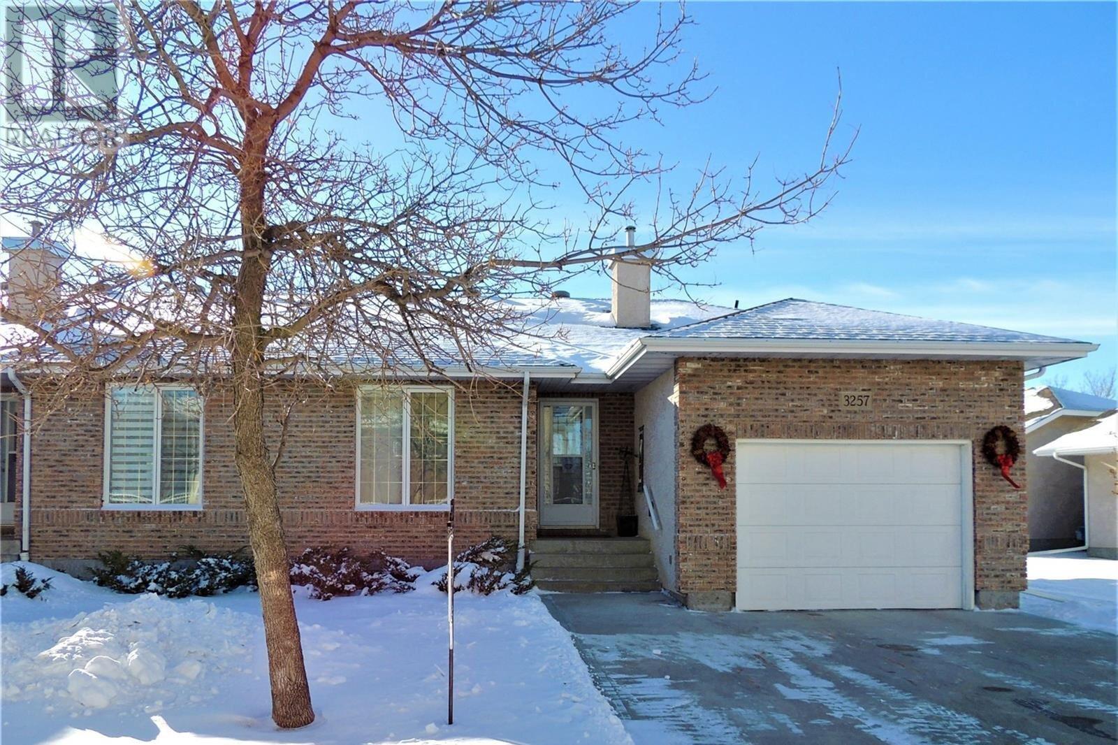House for sale at 3257 Renfrew Cres E Regina Saskatchewan - MLS: SK818556