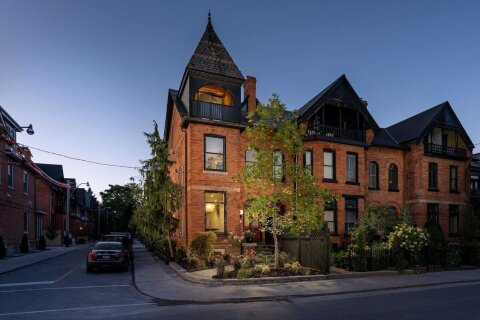 Townhouse for sale at 326 Wellesley St Toronto Ontario - MLS: C4922671