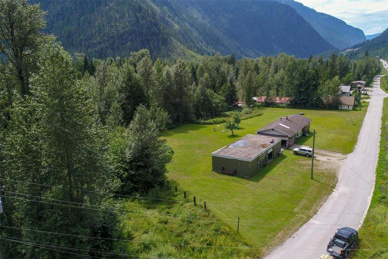 House for sale at 3265 Weird Woods Front Rd Revelstoke British Columbia - MLS: 10209690