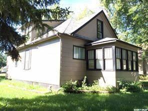 House for sale at 327 6th Ave E Melville Saskatchewan - MLS: SK804573