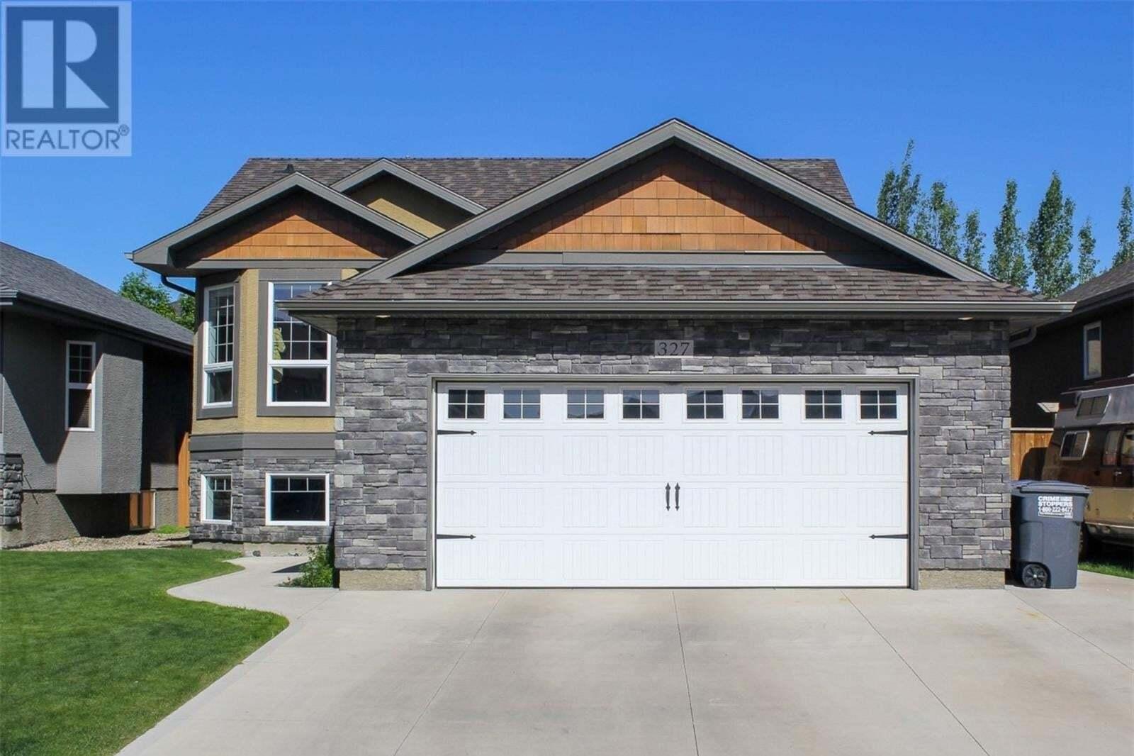 House for sale at 327 Laycock Ln Saskatoon Saskatchewan - MLS: SK814634