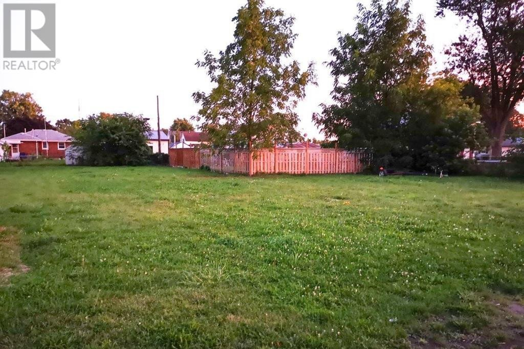 Home for sale at 327 Queen St Wallaceburg Ontario - MLS: 20014812
