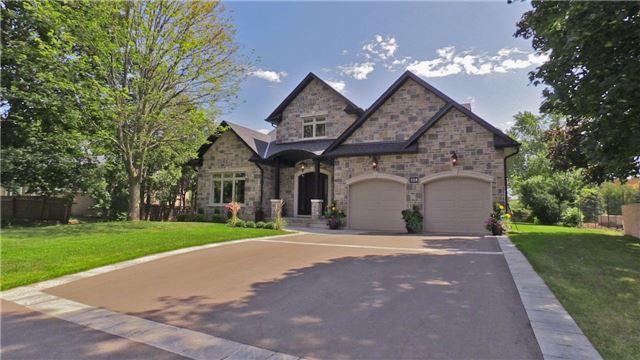 For Sale: 328 Sandhurst Drive, Oakville, ON | 3 Bed, 4 Bath House for $2,299,000. See 20 photos!