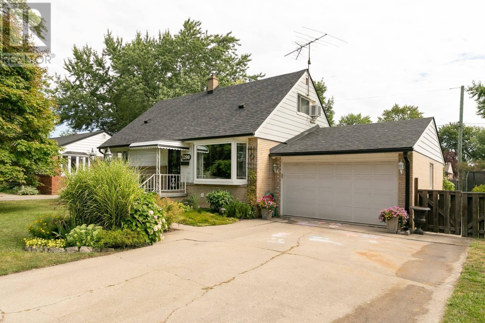 House for sale at 3290 Dandurand  Windsor Ontario - MLS: 19023701