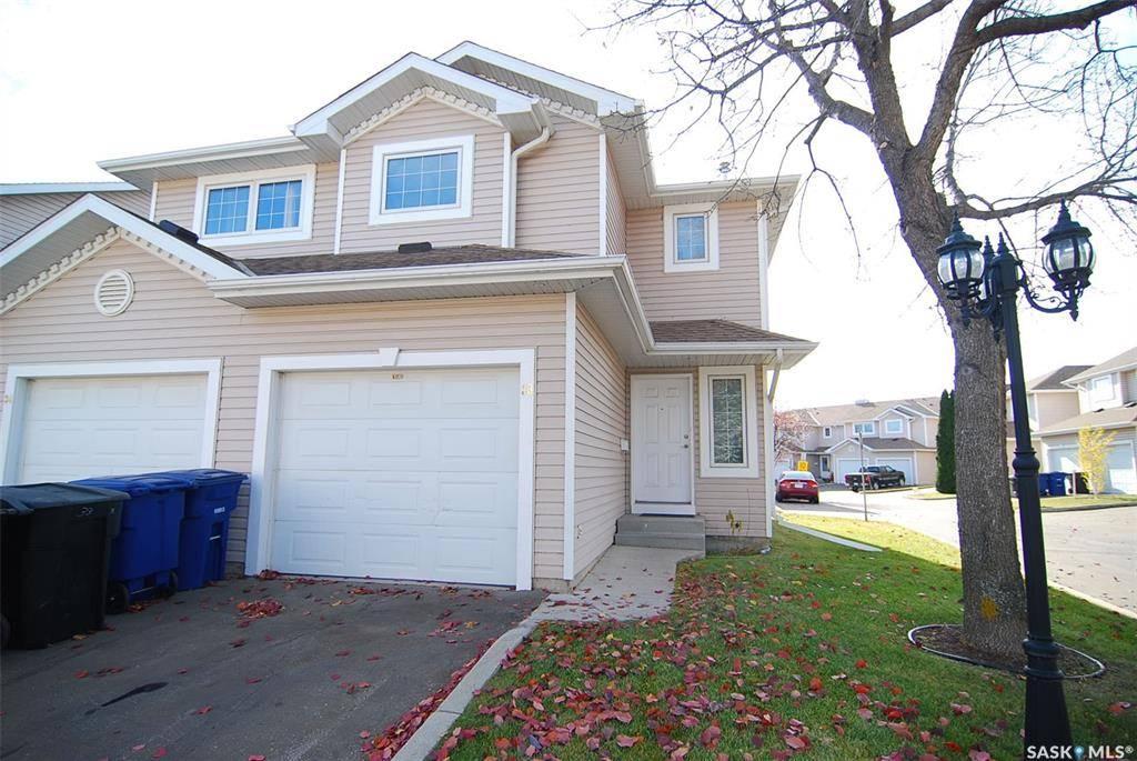 Townhouse for sale at 215 Pinehouse Dr Unit 33 Saskatoon Saskatchewan - MLS: SK789578
