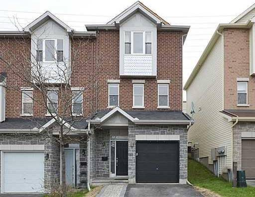 Townhouse for rent at 33 Glenhaven Pt Ottawa Ontario - MLS: 1165931