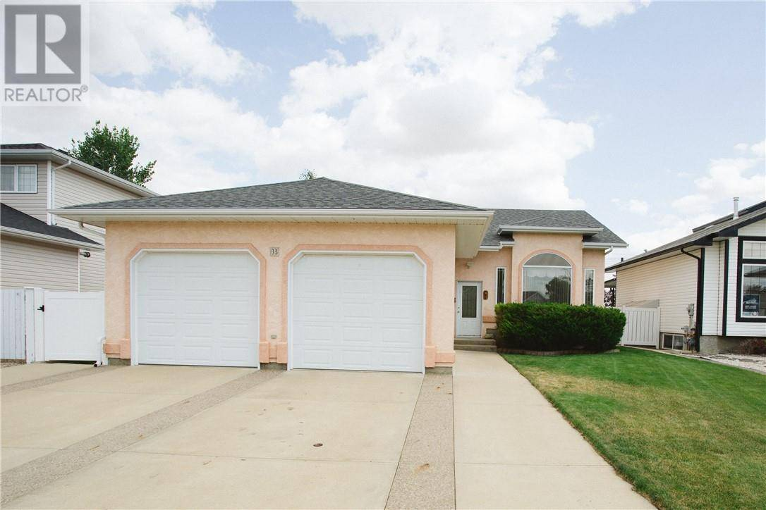 House for sale at 33 Scott Green Se Medicine Hat Alberta - MLS: mh0175284