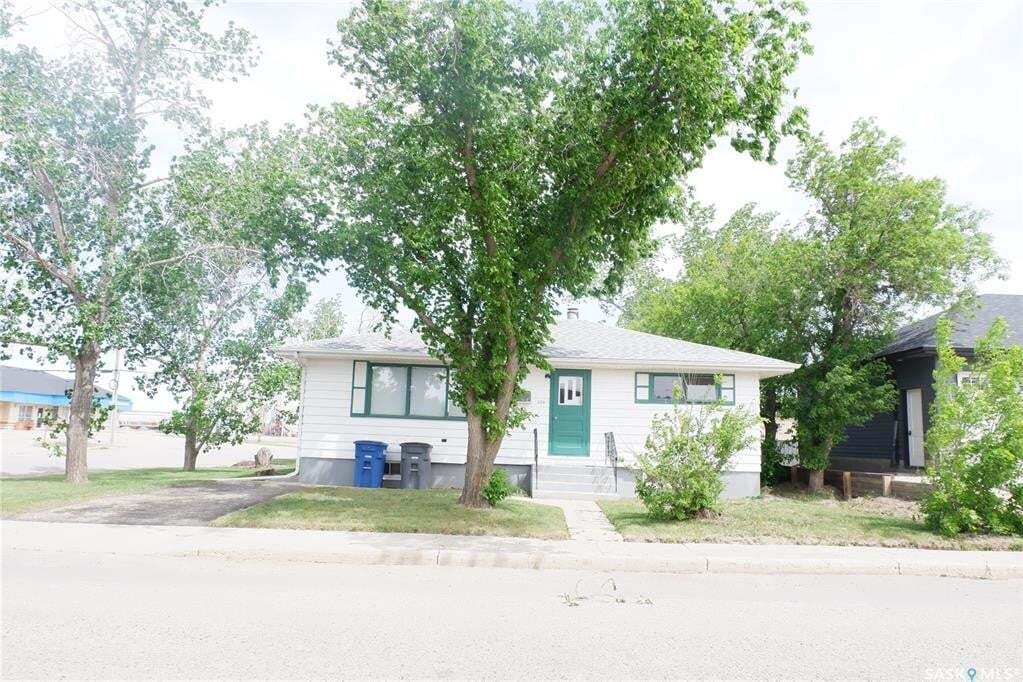 House for sale at 330 2nd Ave W Assiniboia Saskatchewan - MLS: SK810740