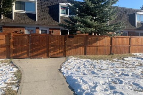 Townhouse for sale at 330 Canterbury Dr SW Calgary Alberta - MLS: A1039495