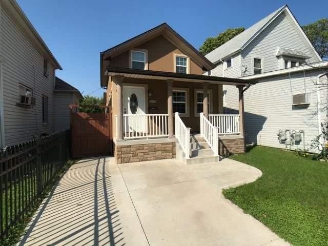 House for sale at 330 Elliot Street Windsor Ontario - MLS: X4274538