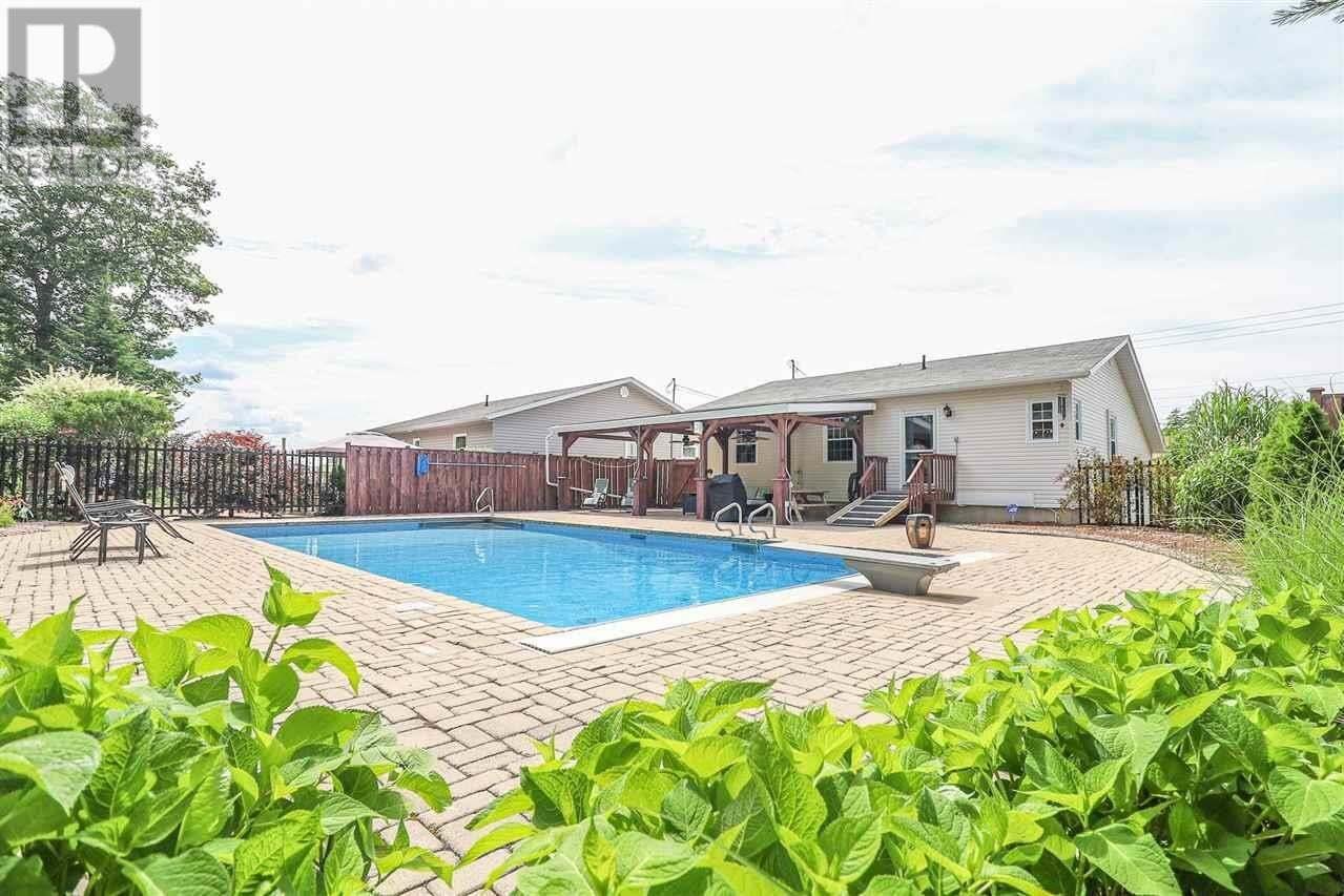 House for sale at 330 Hollingsworth Dr Bridgewater Nova Scotia - MLS: 202013059