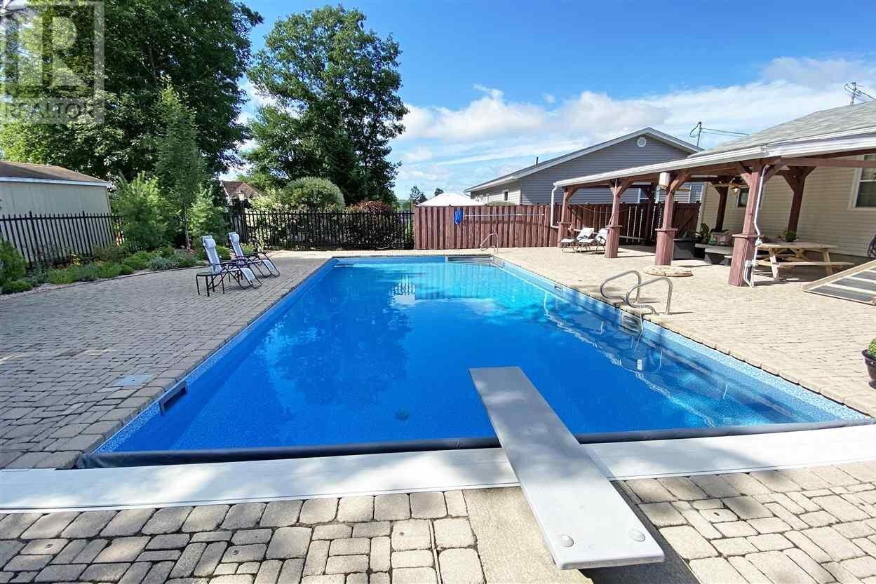 House for sale at 330 Hollingsworth Dr Bridgewater Nova Scotia - MLS: 202018314