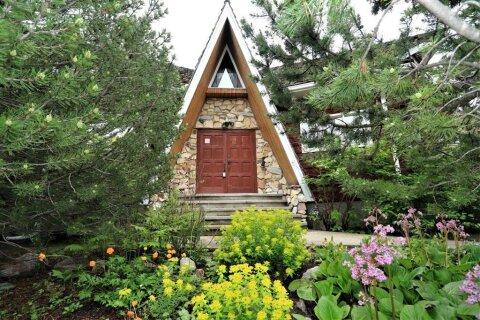 House for sale at 3303 Barrett Pl NW Calgary Alberta - MLS: C4302655