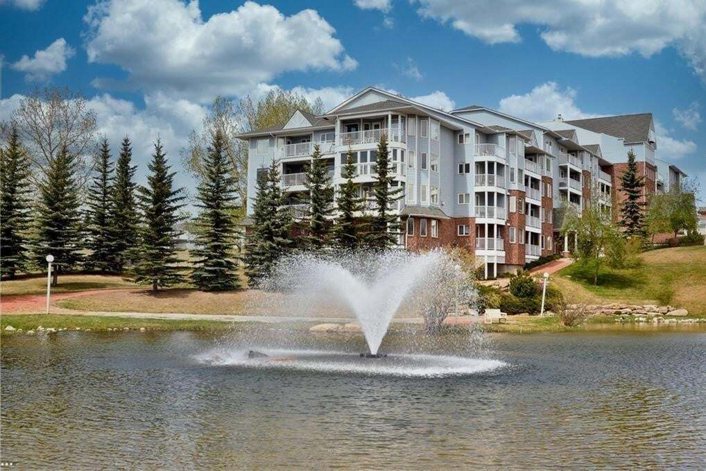 House for sale at 3303 Hawksbrow Pt NW Hawkwood, Calgary Alberta - MLS: C4305042