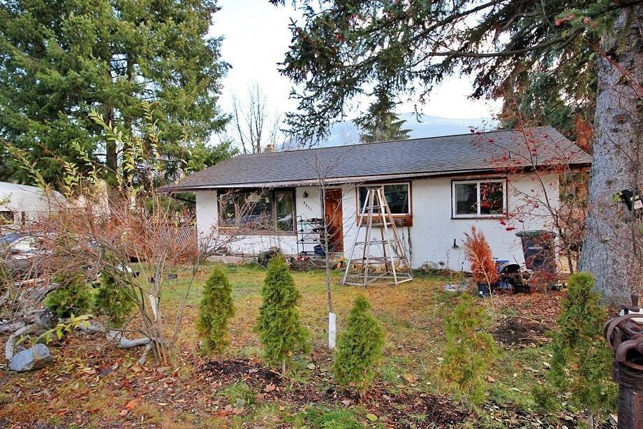 House for sale at 3305 4th Ave Castlegar British Columbia - MLS: 2455623