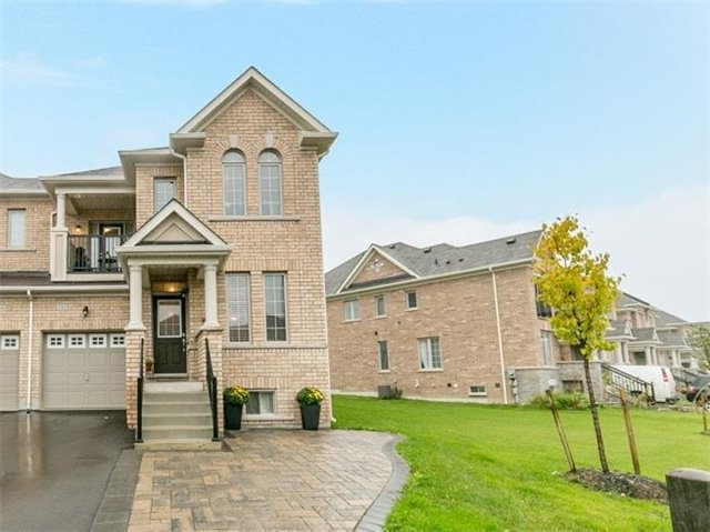 House for sale at 332 Luck Court Newmarket Ontario - MLS: N4293274